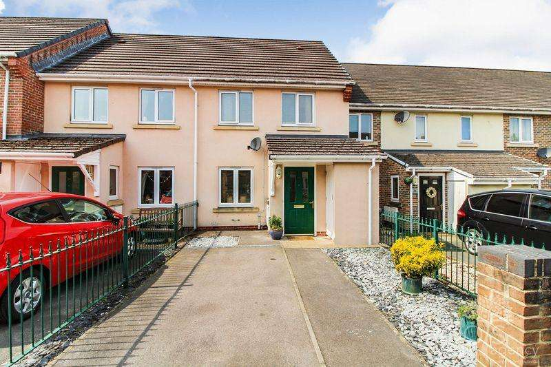 2 Bedrooms Terraced House for sale in The Oaks, Newbury