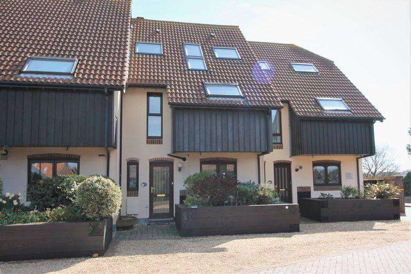 4 Bedrooms Terraced House for sale in Velsheda Court, Southampton
