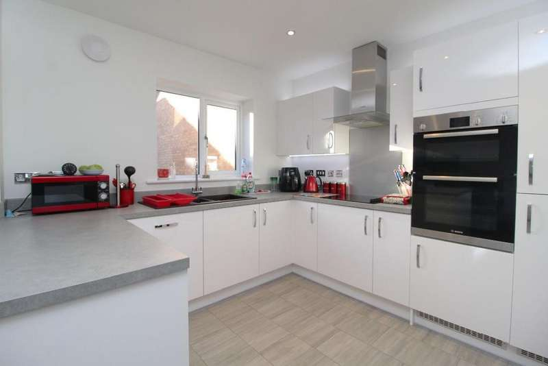 4 Bedrooms Detached House for sale in Pincords Lane, Cranfield, MK43