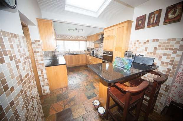 5 Bedrooms Terraced House for sale in Main Street, Ballywalter, Newtownards, County Down