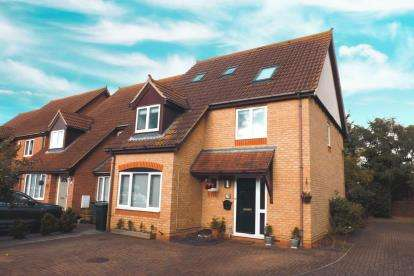 4 Bedrooms Detached House for sale in Fieldfare, Sandy, Bedfordshire