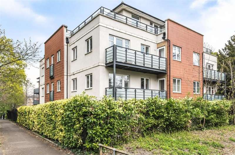 3 Bedrooms Flat for sale in The Parklands, Dunstable, Bedfordshire