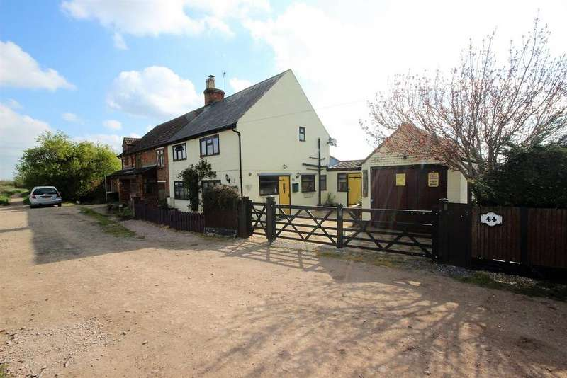 3 Bedrooms Semi Detached House for sale in Potters Cross, Wootton