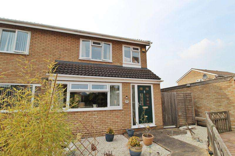 3 Bedrooms Semi Detached House for sale in Laburnum Road, Sandy