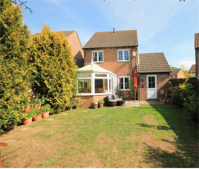3 Bedrooms Link Detached House for sale in Simmons Field, Thatcham, RG18