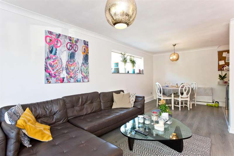2 Bedrooms Flat for sale in October Place, Holders Hill Road, NW4
