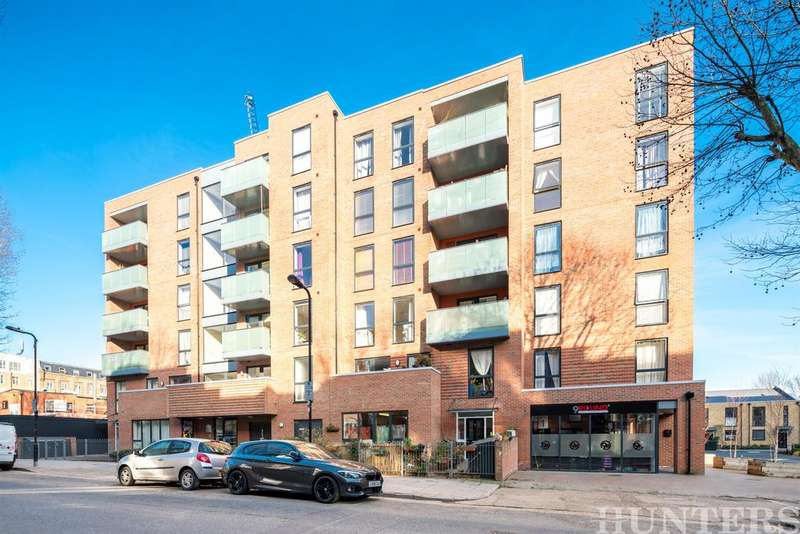 1 Bedroom Flat for sale in Bathurst Square, London, N15
