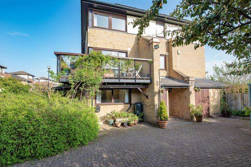 4 Bedrooms Town House for sale in Adelphi Street, Campbell Park, Milton Keynes