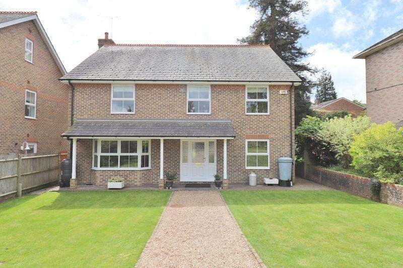 6 Bedrooms Detached House for sale in Oakwood Road, Burgess Hill, West Sussex