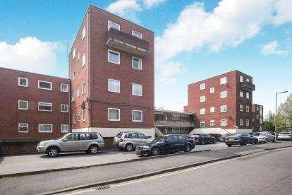 2 Bedrooms Flat for sale in Moulton Court, Moulton Rise, Luton, .
