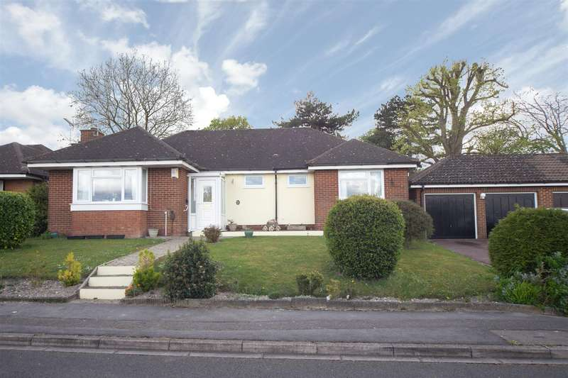 3 Bedrooms Detached Bungalow for sale in Bowland Crescent, Dunstable, Bedfordshire