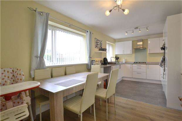 2 Bedrooms Flat for sale in Oakwood Drive, Hucclecote, GLOUCESTER, GL3 3JF