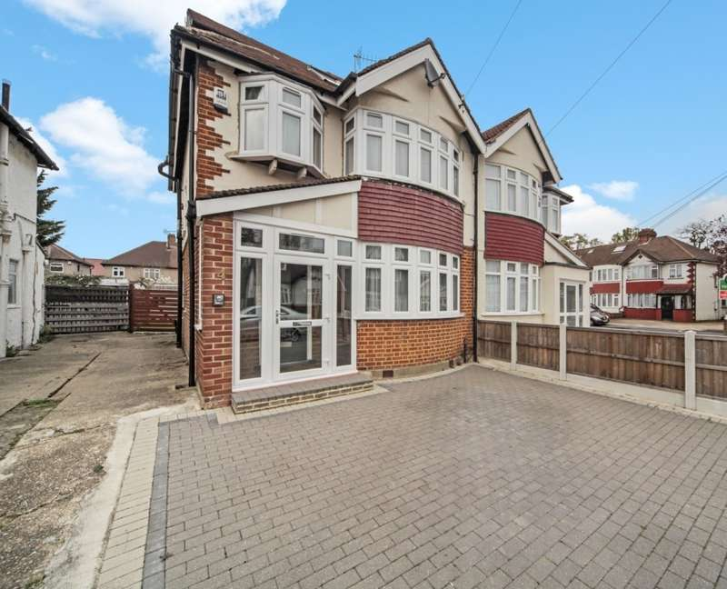 4 Bedrooms Semi Detached House for sale in Grasmere Avenue, Hounslow, TW3