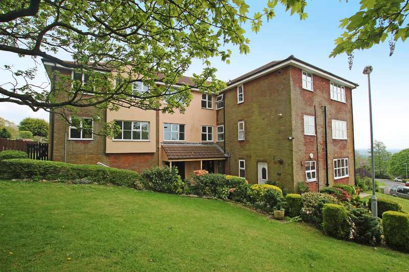 2 Bedrooms Flat for sale in Heatherfield, Bolton, BL1 7QE