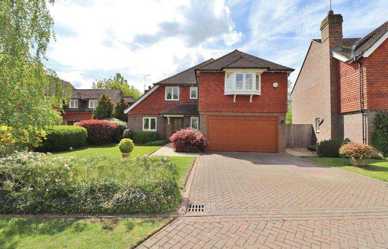 4 Bedrooms Detached House for sale in Thornhurst, Burgess Hill, West Sussex