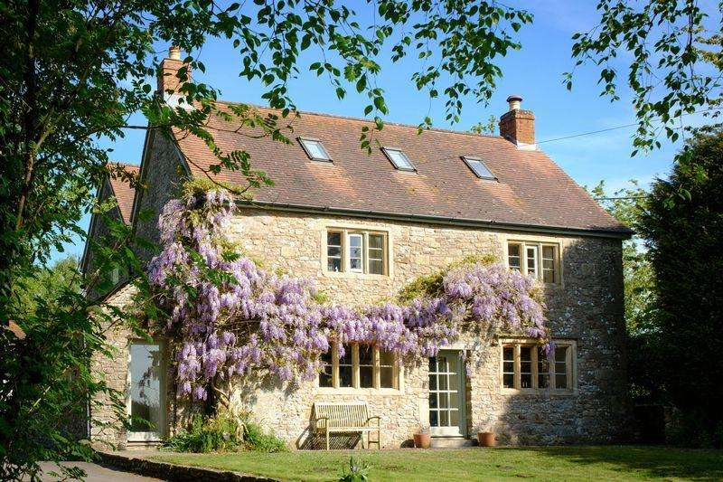 6 Bedrooms Detached House for sale in Stunning 6 bed farmhouse with annexe and land