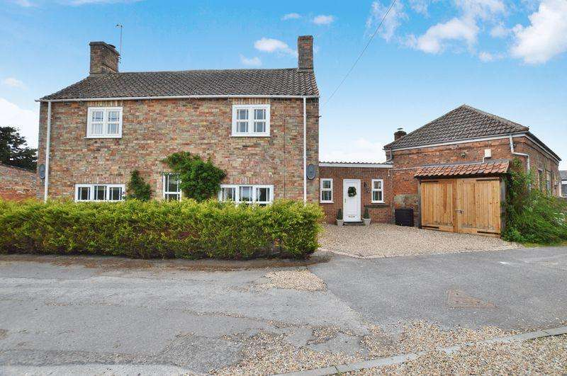4 Bedrooms Detached House for sale in Chapelfield House, 23 Main Street, Timberland