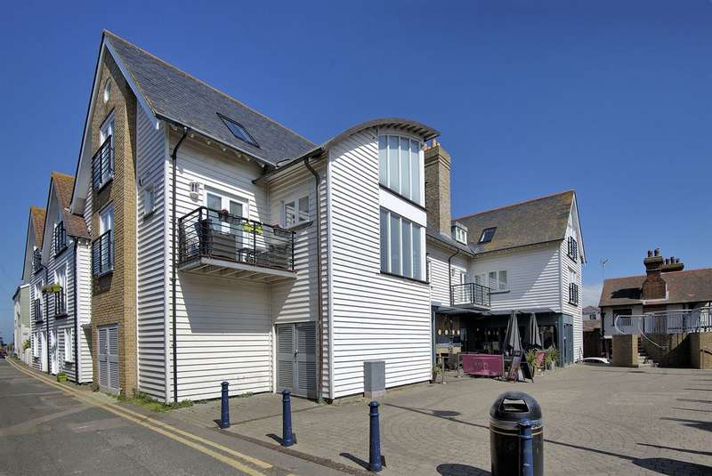 2 Bedrooms Flat for sale in Sea Street, Whitstable