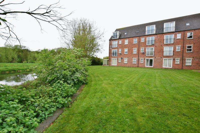 2 Bedrooms Apartment Flat for sale in Willow Tree Close, Lincoln