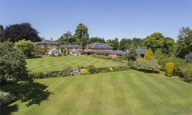 6 Bedrooms Country House Character Property for sale in High Street, Odell, Bedford