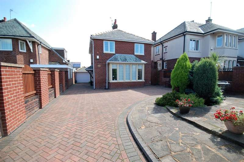 3 Bedrooms Detached House for sale in South Park Drive, Blackpool