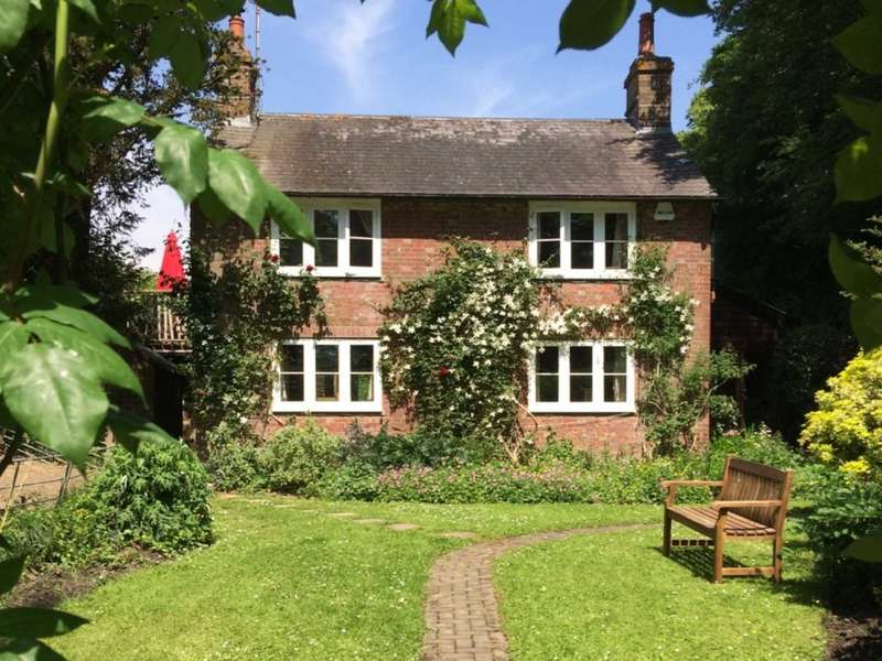 3 Bedrooms Detached House for sale in Cooksbridge, nr.Lewes