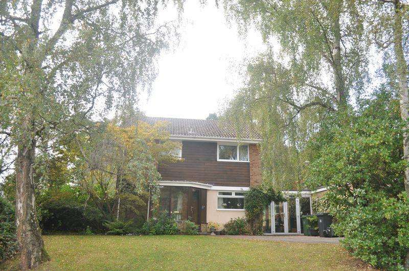 3 Bedrooms Detached House for rent in Green Hill Road, Camberley