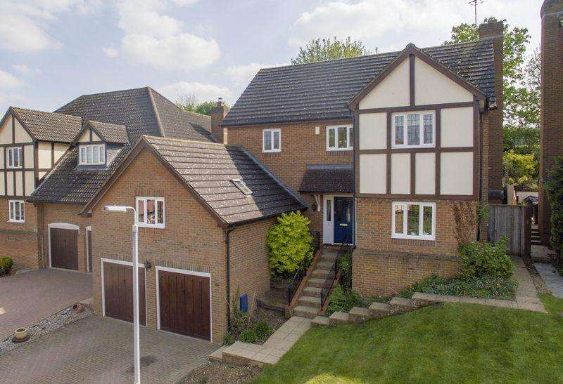 4 Bedrooms Detached House for sale in Wentworth Gardens, Toddington