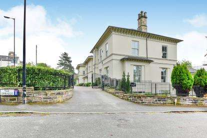 4 Bedrooms Flat for sale in The Springs, Bowdon, Altrincham, Greater Manchester