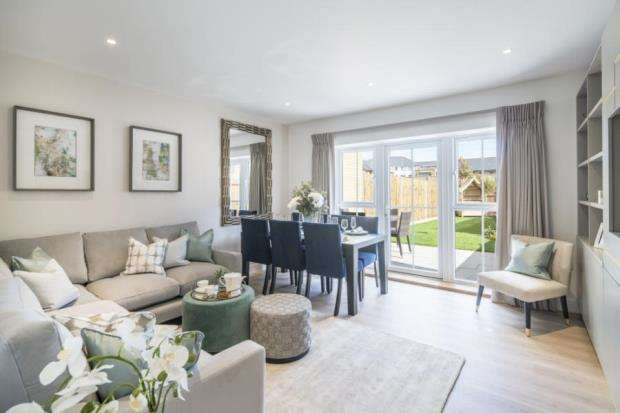 4 Bedrooms House for sale in Flambard Way, Goldaming, Surrey
