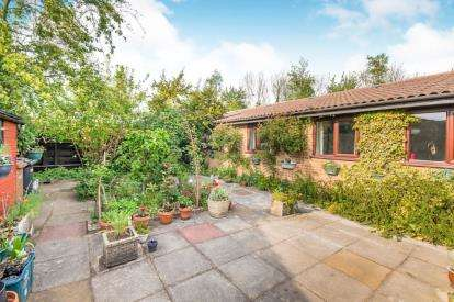 3 Bedrooms Bungalow for sale in Finchfield, Peterborough, Cambridgeshire
