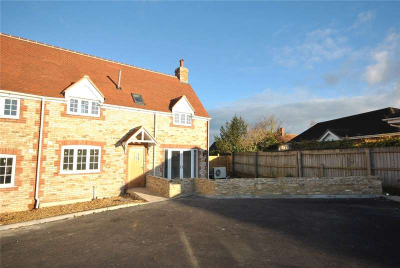 3 Bedrooms End Of Terrace House for sale in Park Farm Court, Templecombe, Somerset, BA8