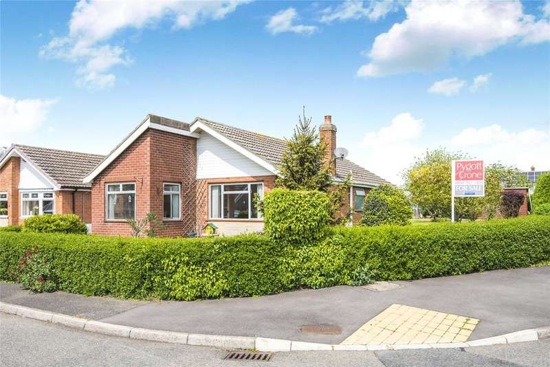 3 Bedrooms Detached Bungalow for sale in St Benedicts Close, Cranwell Village, NG34