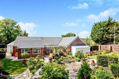 5 Bedrooms Bungalow for sale in Waterlooville, Hampshire