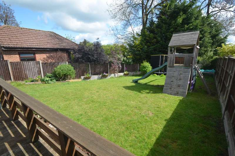 4 Bedrooms Semi Detached House for sale in Berry Drive, Bromham