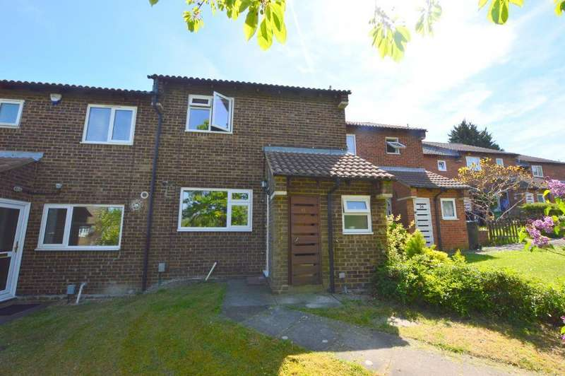 3 Bedrooms Terraced House for sale in Spoondell, Dunstable, Bedfordshire, LU6 3JE