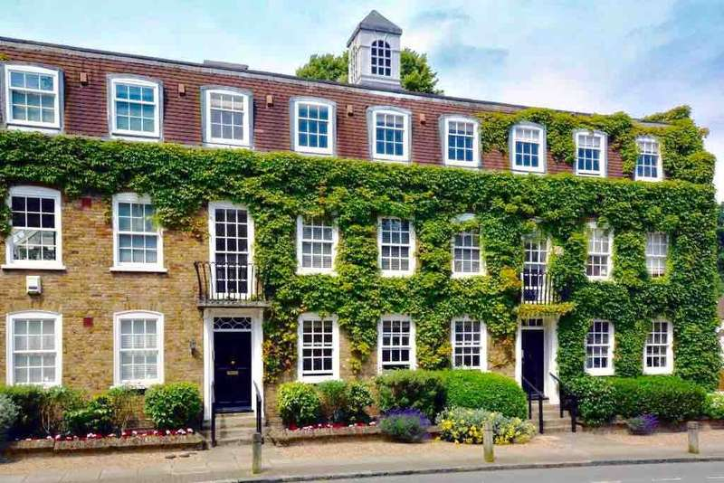 2 Bedrooms Ground Flat for sale in HOGARTH COURT, NORTH END, OFF NORTH END ROAD, HAMPSTEAD BORDERS, LONDON, NW3