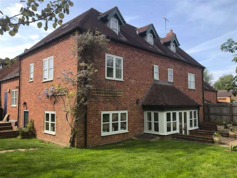 5 Bedrooms Detached House for sale in Swepstone