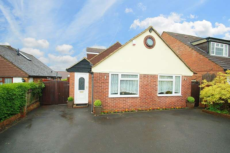 4 Bedrooms Chalet House for sale in Green Crescent, Flackwell Heath, HP10