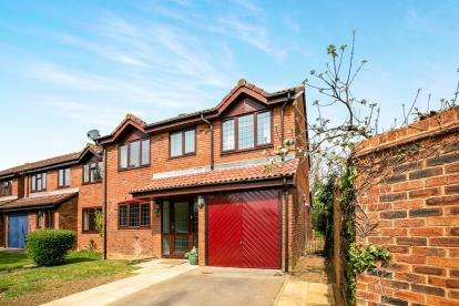 4 Bedrooms Detached House for sale in Applecroft, Lower Stondon, Henlow, Bedfordshire