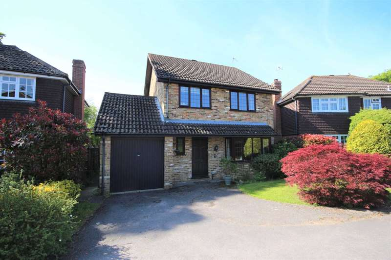 4 Bedrooms Detached House for sale in Lyndhurst Close, Martins Heron