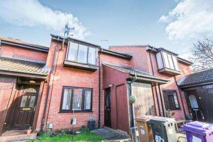 2 Bedrooms Maisonette Flat for sale in Millstream Close, Hitchin, Hertfordshire