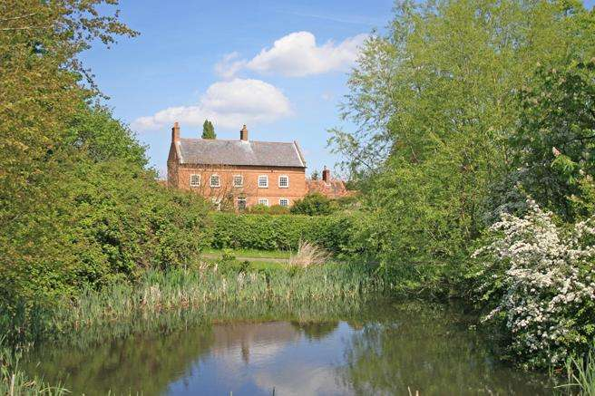 6 Bedrooms Farm House Character Property for sale in Low Farm, Moor Lane, Syerston, Nottinghamshire NG23 5NA