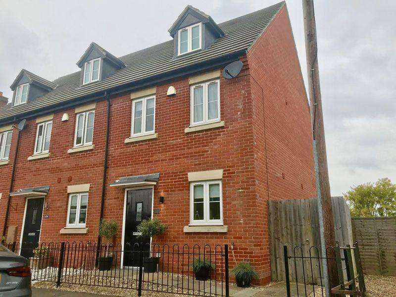 3 Bedrooms Town House for sale in Southend Lane, Northall