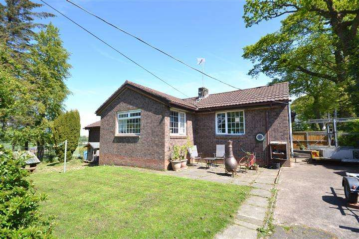4 Bedrooms Detached Bungalow for sale in 45 Hillhead, Coylton, KA6 6JT