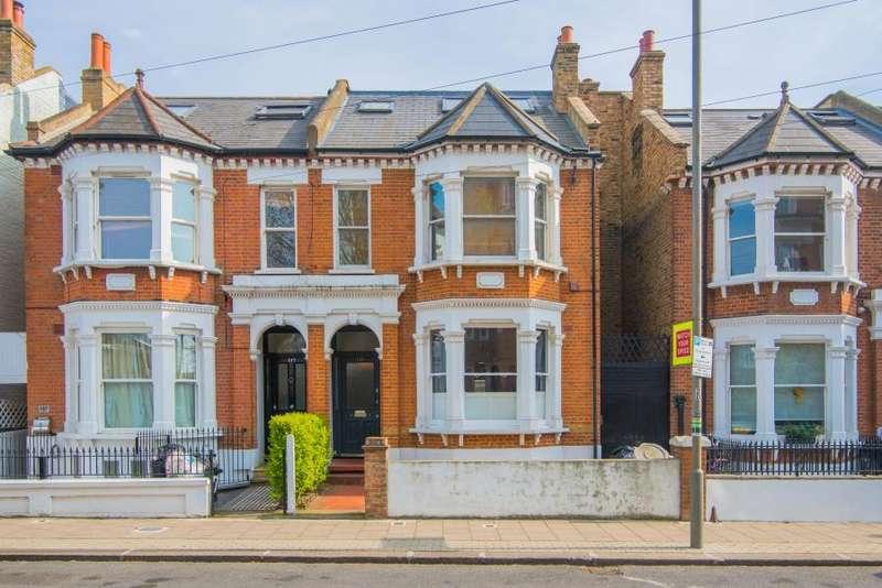 3 Bedrooms Flat for sale in Broomwood Road, Battersea, SW11