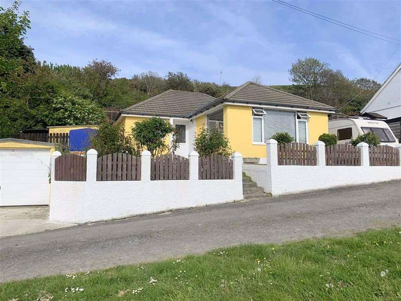 3 Bedrooms Detached Bungalow for sale in Bryn Road, Aberaeron, Ceredigion