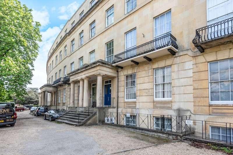 2 Bedrooms Flat for sale in Lansdown Crescent,Cheltenham