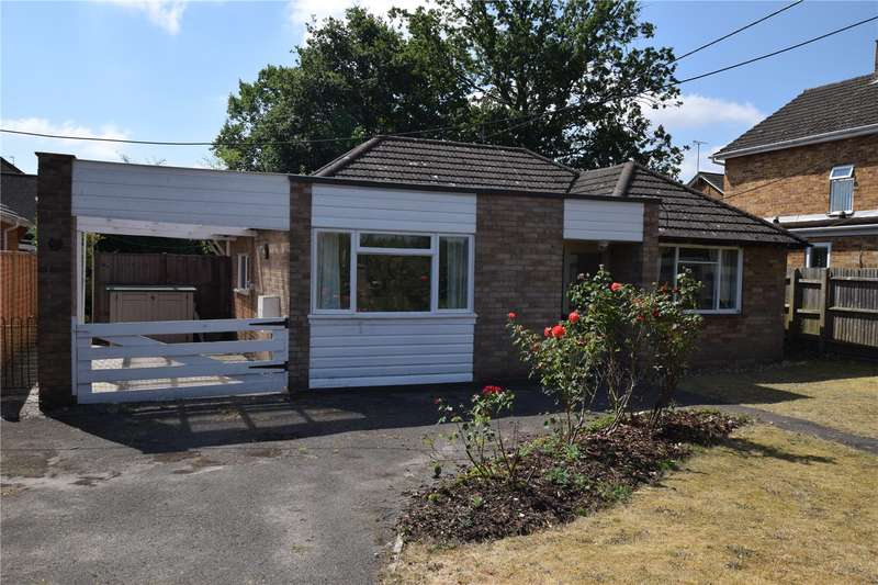 3 Bedrooms Detached Bungalow for sale in Clayhill Road, Burghfield Common, RG7