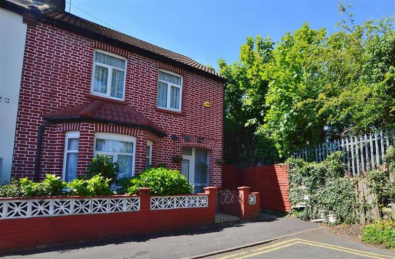 3 Bedrooms Semi Detached House for sale in India Road, Slough